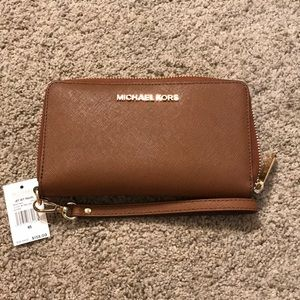 Michael Kors Jet Set Travel Leather Wallet